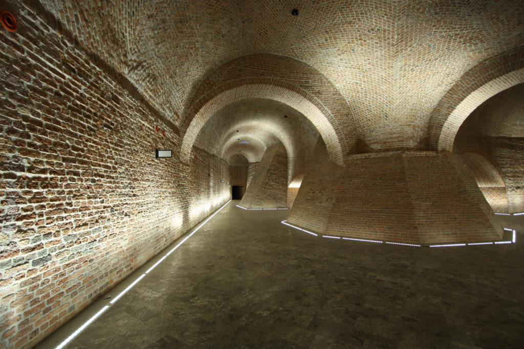 Bastion of St Barbara, interior, hall, illuminations, Bastion Św Barbary, sala, oświetlenie