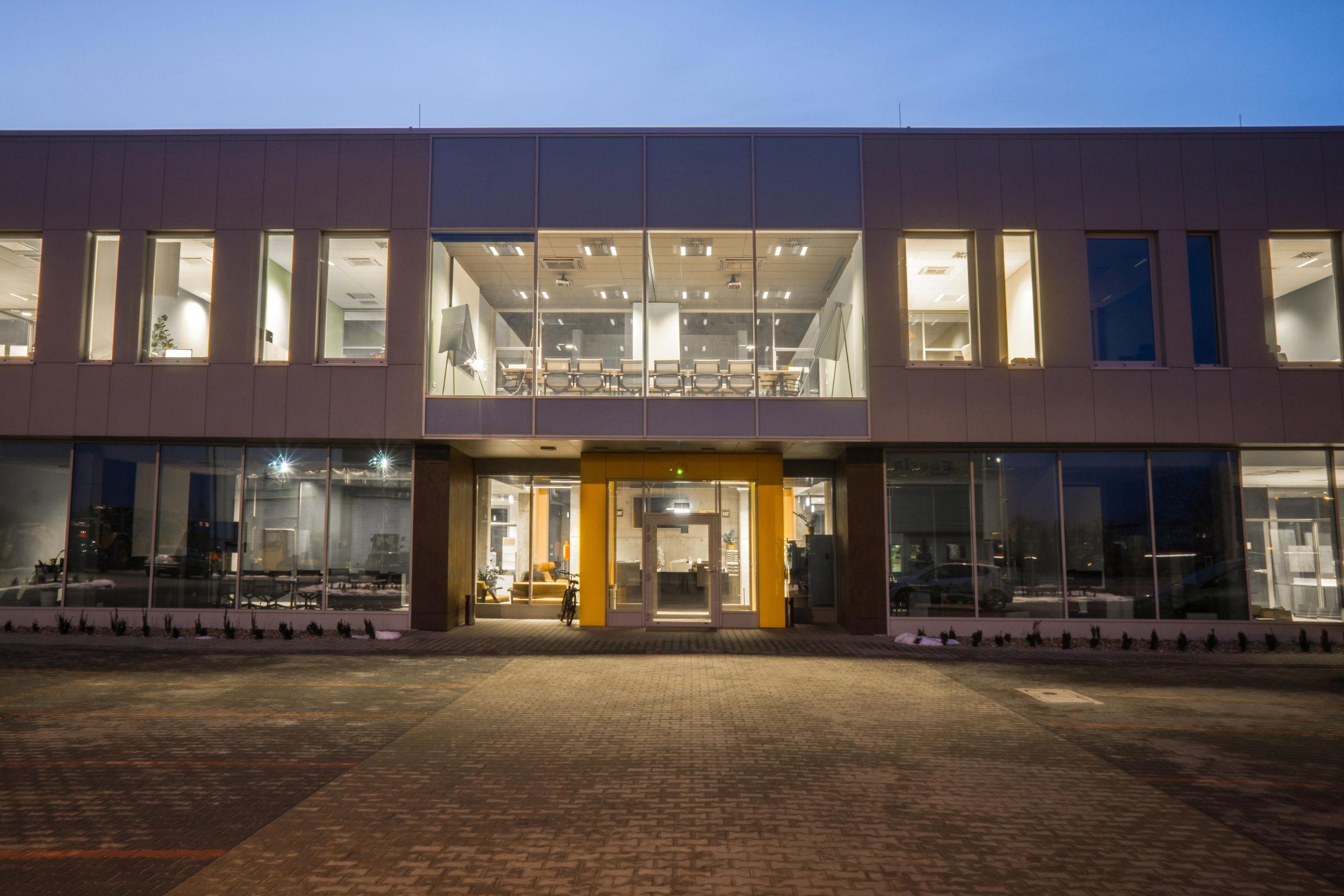 bergerat monnoyeur, budynek biurowo-serwisowy, biurowiec, caterpillar, elewacja, wejscie, atelierps