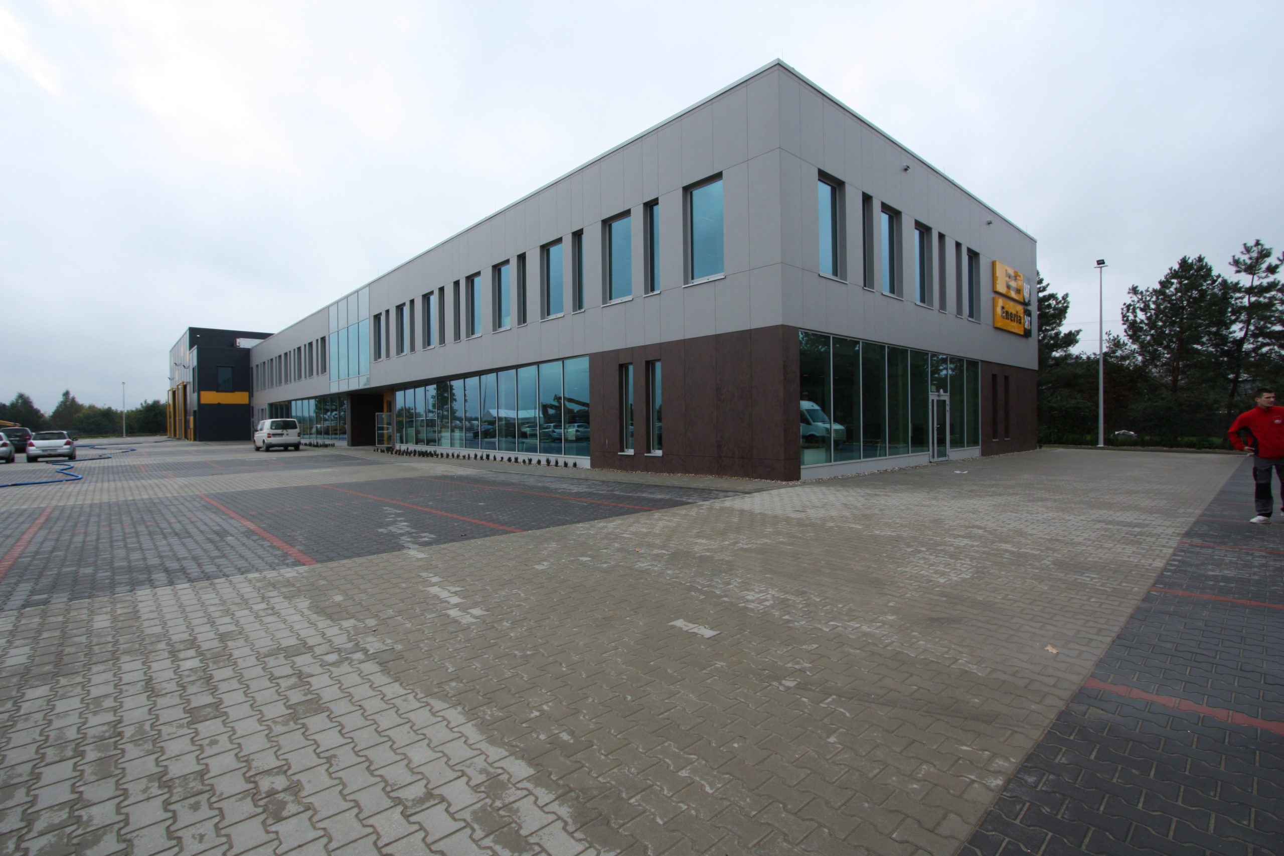 bergerat monnoyeur, budynek biurowo-serwisowy, caterpillar, realizacja, elewacja, izabelin, dziekanowek, nadzor budowlany
