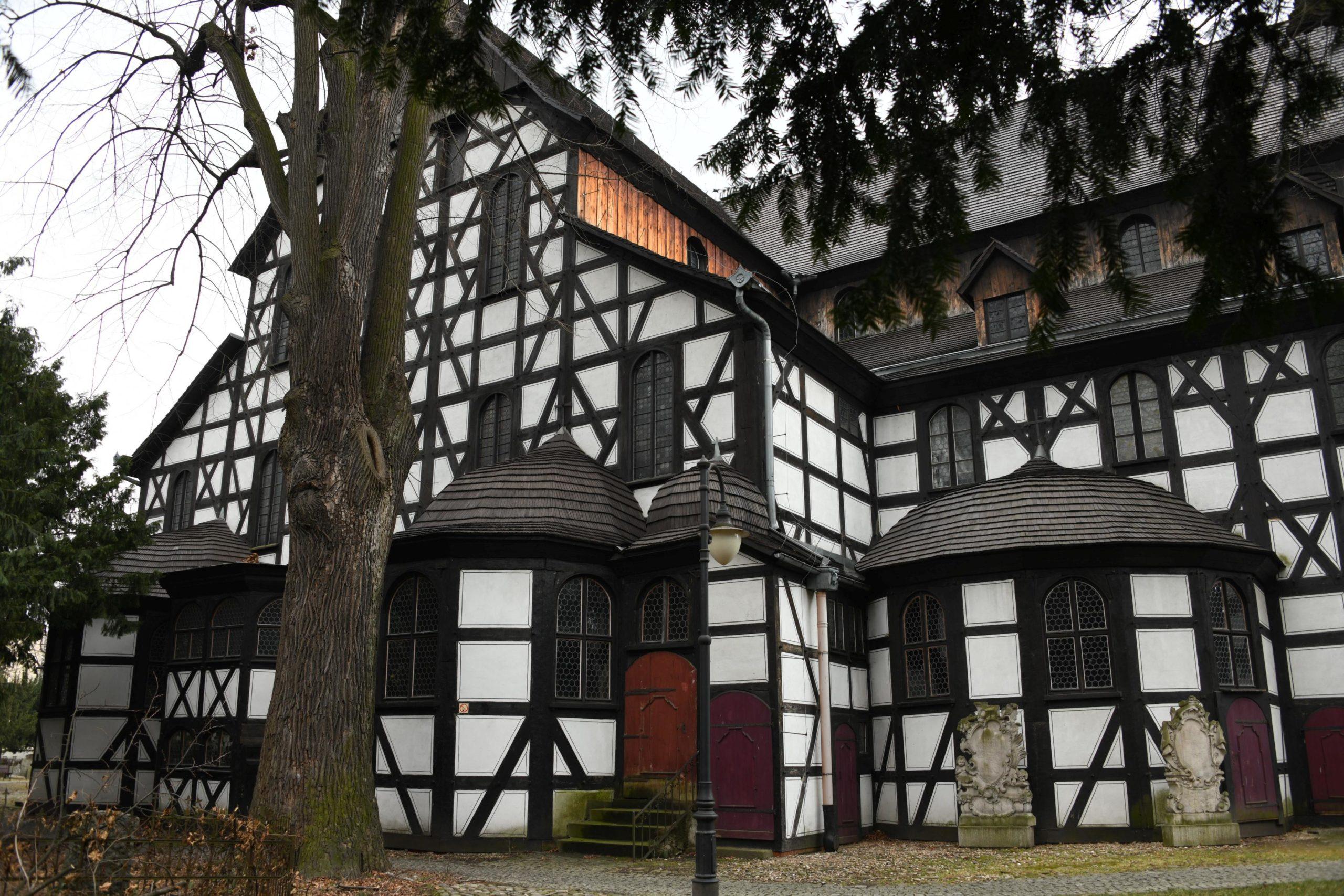 Swidnica Church of Peace, black and white facade, wooden church, Kościół Pokoju Świdnica, biało-czarna fasada, drewniany kościół