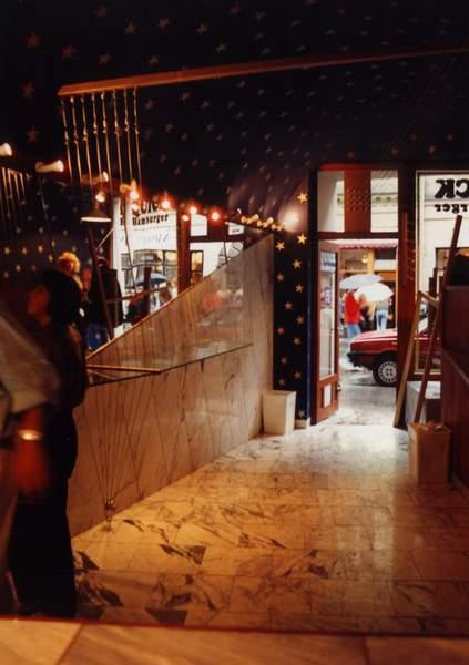 wnetrze, bar2, krakow, widok na ulice